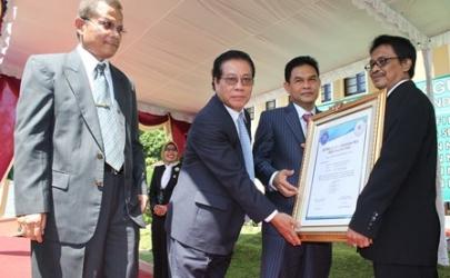 Pengadilan Negeri Kediri Menerima Penghargaan Akreditasi PMPN dari Dirjen Badilum di Pengadilan Negeri Temanggung dengan Predikast A